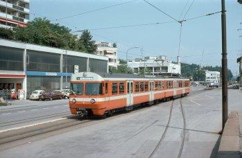 Der Be 4/8 56 wendet am 19.07.1979 am Bahnhofplatz von Zollikofen auf der damaligen Linie S durchstrichen Bern – Zollikofen – Bern.